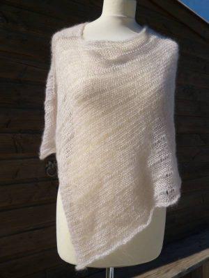 poncho en laine mohair et soie ecru