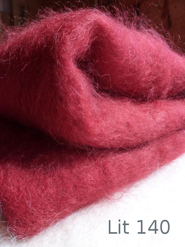Couverture mohair rouge par la Ferme d'Auré pour lit 140cm