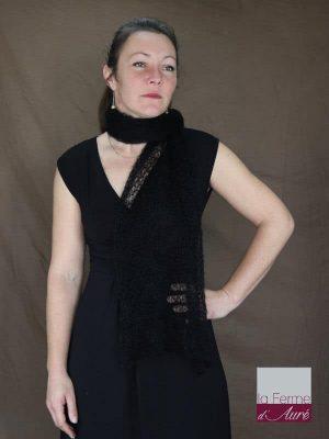 Echarpe mohair et soie coloris noir motif feuilles