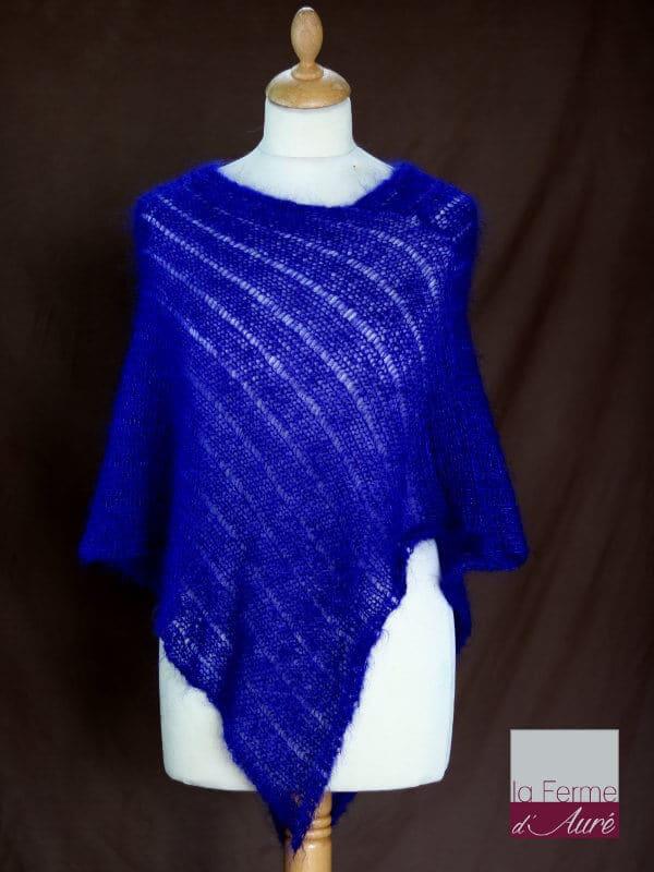 Poncho laine mohair et soie bleu encre tricot main vue de face