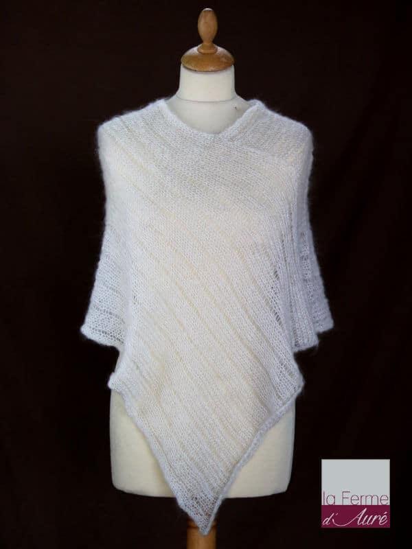 Poncho laine mohair et soie écru tricot main vue de face