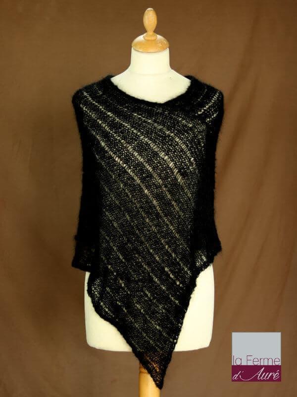 Poncho laine mohair et soie noir tricot main vue de face