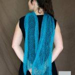 Echarpe mohair et soie lagon motif feuilles vue de dos