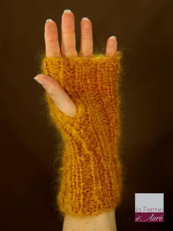 Mitaine en laine mohair jaune moutarde vue face