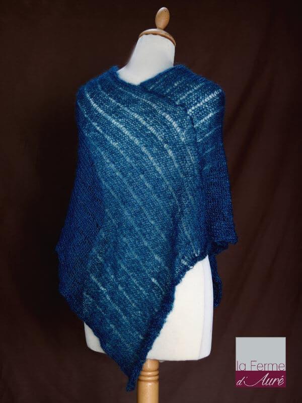 Poncho laine mohair et soie vert canard tricot main vue de dos