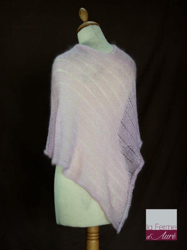 Poncho laine mohair et soie fait main rose poudre vue de dos