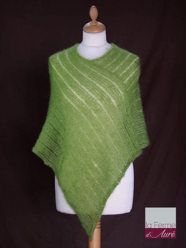 Poncho laine mohair et soie fait main vert anis vue de face