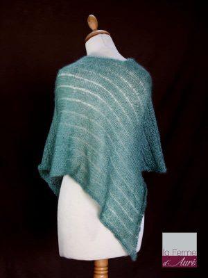 Poncho laine mohair et soie vert sauge tricot main vue de dos