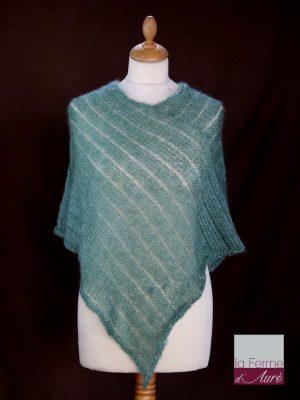 Poncho laine mohair et soie vert sauge tricot main vue de face